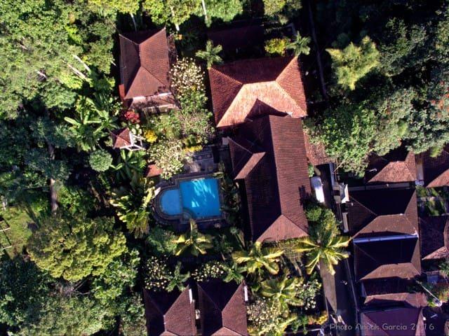 Bali, havre de paix dans village historique. - Blahbatuh - House