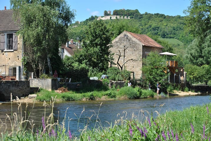 maisonnette au bord de l'eau près de Vézelay (89)
