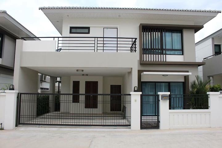 House for rent nearly J-park - Si Racha - Hus