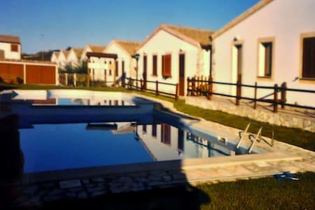 Villetta con piscina a Viddalba(SS) - Viddalba - Hus