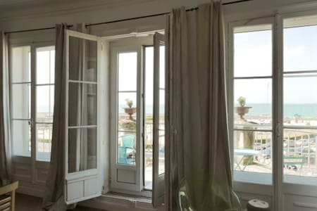 Appartement terrasse pleine vue mer
