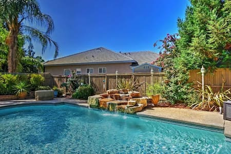 5BR Elk Grove House w/Private Pool - Elk Grove - Hus