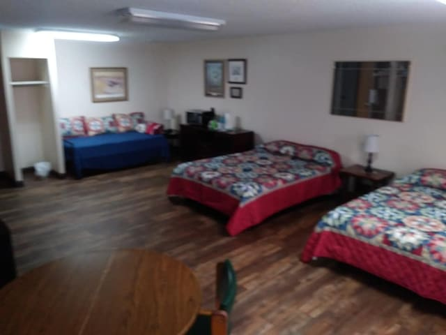 Hickory Creek Hideaway, cozy room 5