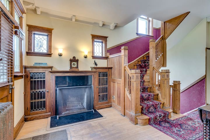 At the bottom of the stairs leading up to the third bedroom is a beautiful decorative fireplace area - original detailing still in place!