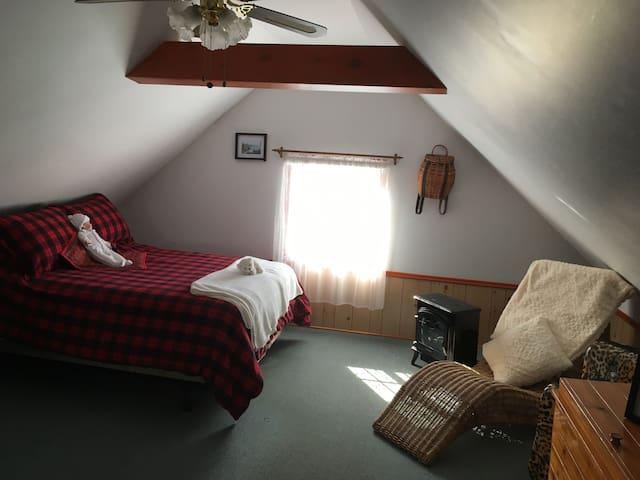 Chambre et chambre de bain privée style champêtre