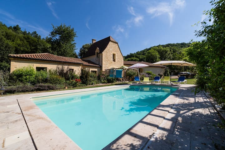 Luxury villa, secluded with pool large garden area