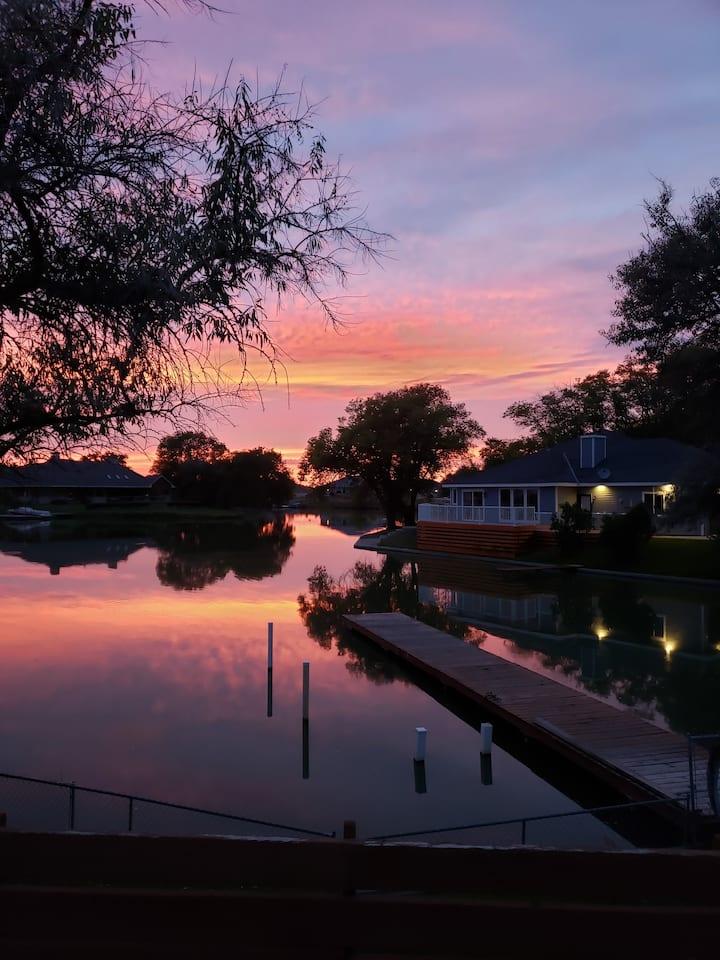 Lake House Retreat on Moses Lake