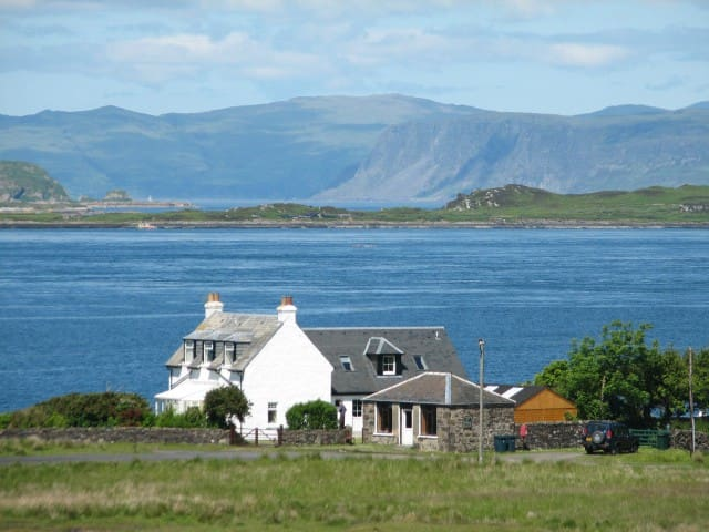 Isle of Luing twin en-suite £45 for 2 Fladda room - Isle of Luing by Oban - Huis