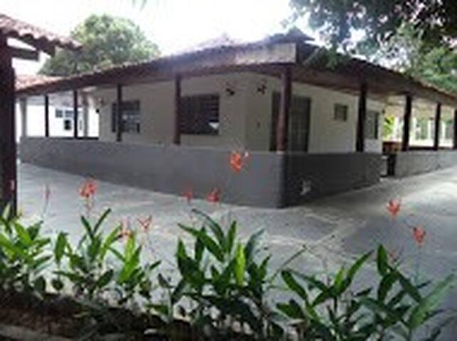 Chácara Via Lactea p/ 4 pessoas. - Cuiabá - Oda + Kahvaltı