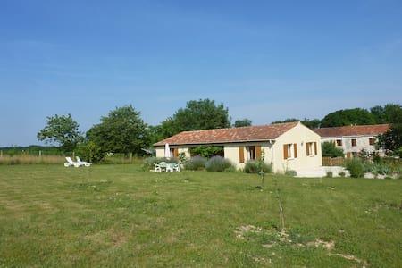 'Pavillon' family holiday villa  - Saint-Pierre-de-Juillers