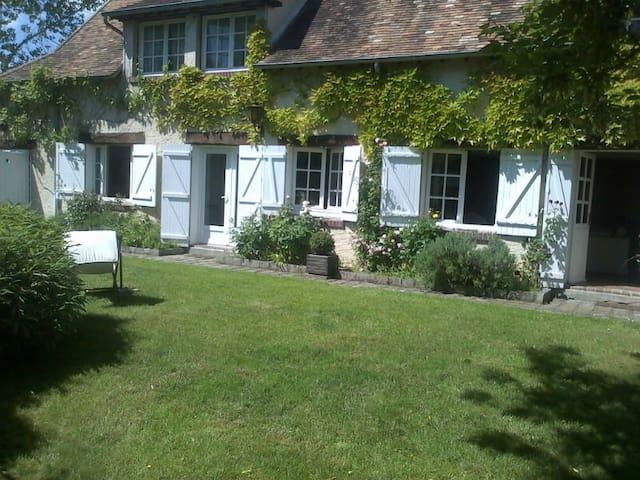 Superbe Maison dans les  Yvelines.. - La Hauteville - Huis