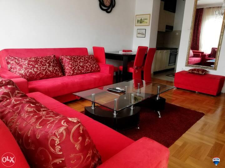 Luksuzan stan na izuzetno atraktivnoj lokaciji