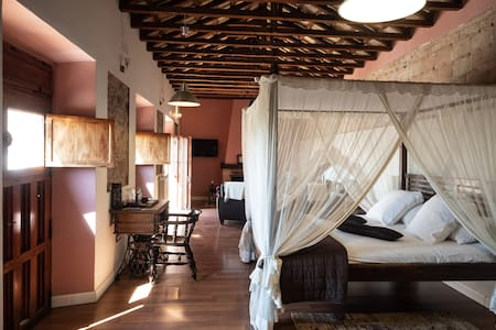 Preciosa Suite principal con chimenea y Jacuzzi