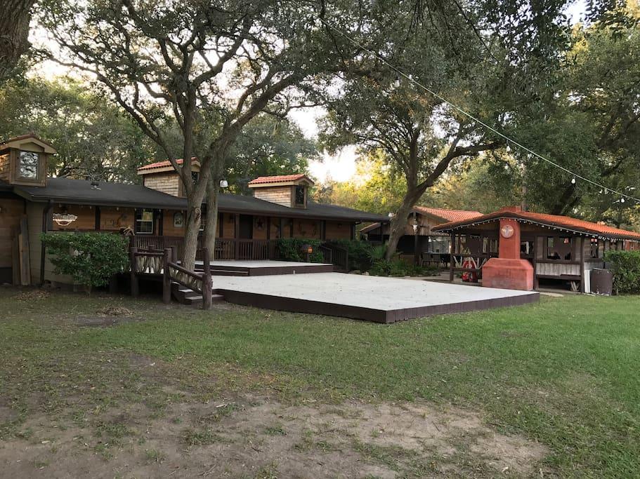 Peaceful texas style ranch near houston case in affitto for Case in stile ranch del texas
