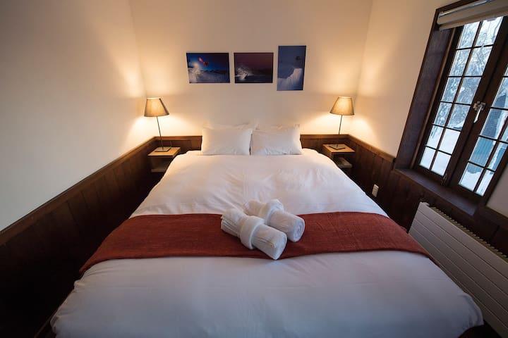 Lodge 401  -  Room 203 Double/ Twin Bedroom.
