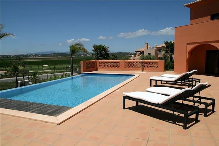 Lewa White Villa, Amendoeira Golf, Algarve - Alcantarilha - Huis