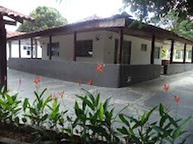 Chacara Via Lactea P/ 8 pessoas - Cuiabá - Oda + Kahvaltı