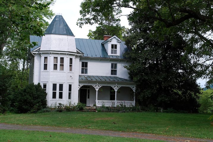Victorian 5BR Farmhouse 1hr-DC! - Marshall - Haus