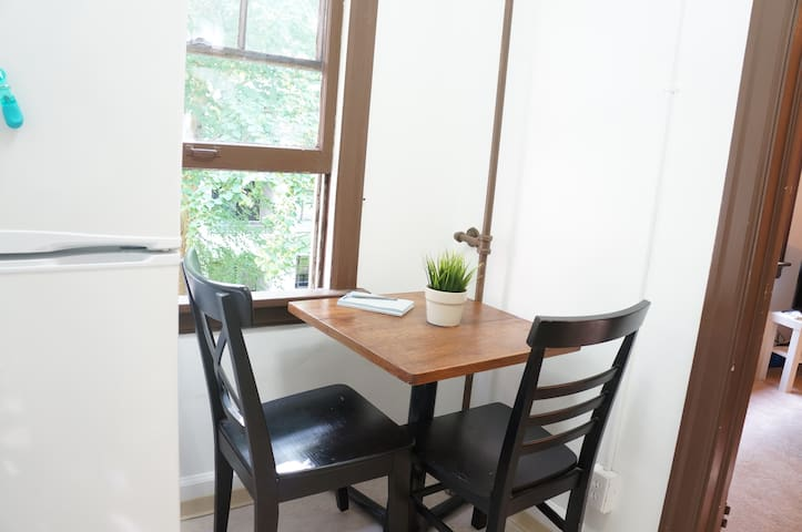 Small dining table, just in case you decide to eat in