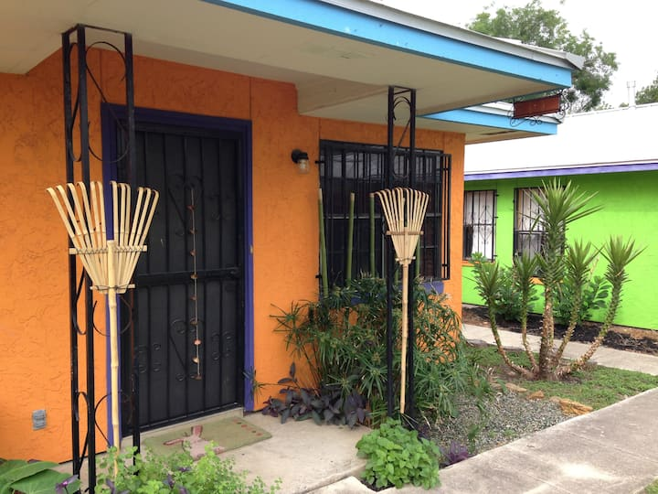 Casitas De Color - Thai Village Near Downtown RW