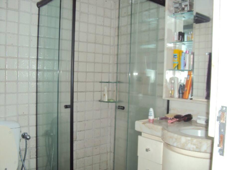 WC Privativo, chuveiro elétrico