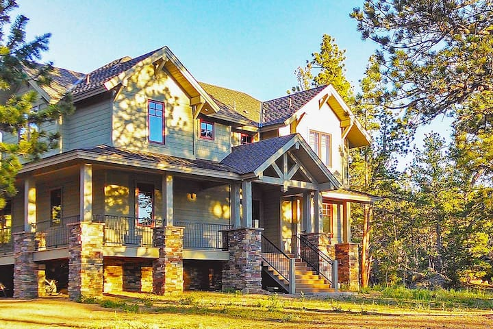 Lakefront 3BR House in Fox Acres Mtn Resort w/View - Red Feather Lakes - Casa