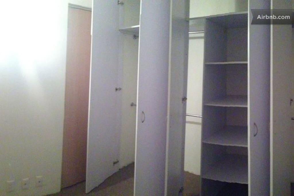 Bedroom with closet - Recámara con closet