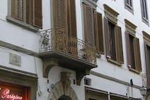 Via Dei Servi 11 - Palazzo Buontalenti (1600), the historic building where my apt is located