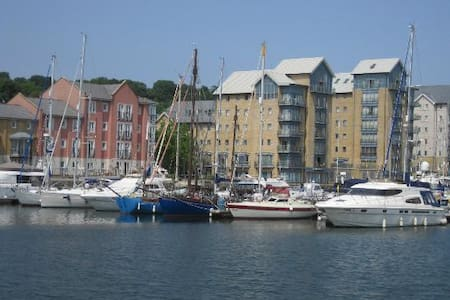 Quiet & Comfy King Room on Marina - Portishead - Apartmen