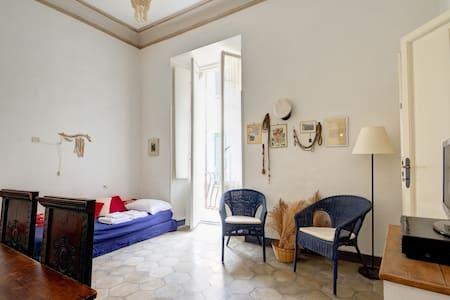 Palazzo Storico a 50 metri dal mare - Finale Ligure