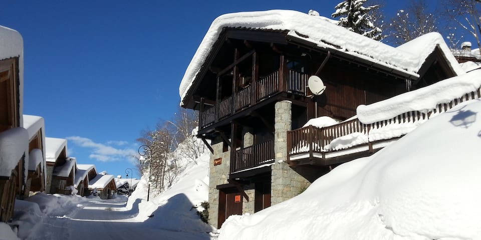Chalet Fegguese, 4 bedrooms, hot tub