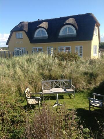 Beachhouse with unique location - Blokhus