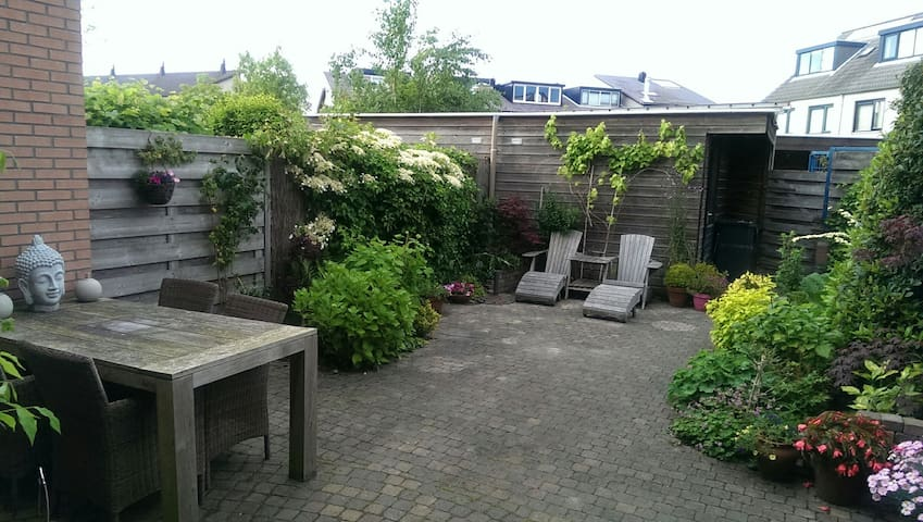 Family house with garden near beach - Oegstgeest - Huis