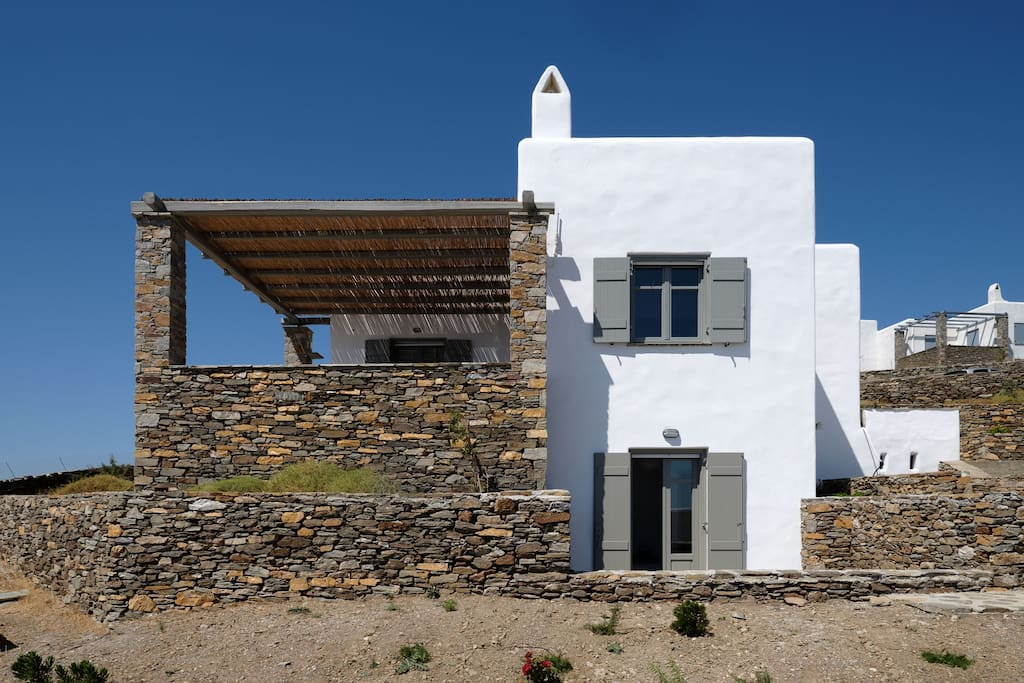 Avra House - in line with the traditional Cycladic architecture