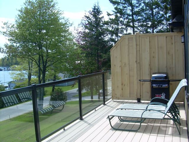 Deck with BBQ and table and chairs