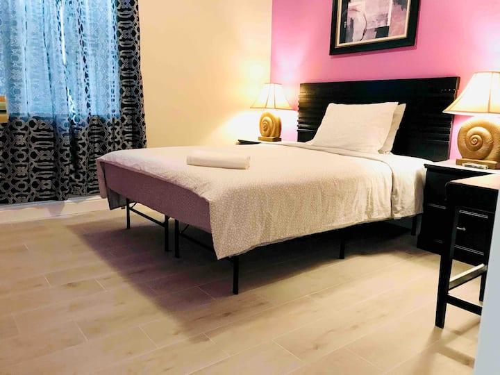 New comfort queen bedroom/ with pool/near Disney