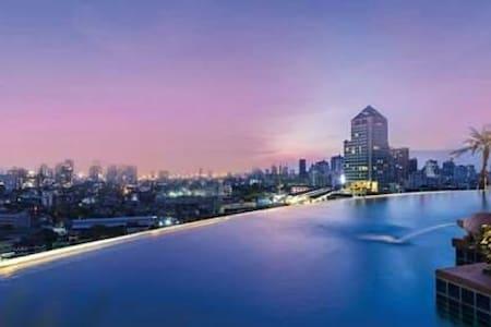 LUXURY condominium above Phra Khanong BTS. - 曼谷