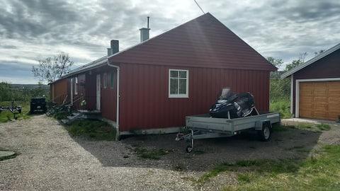 I boligfelt Varangerbotn 3 sov + 2 i gjestehytte