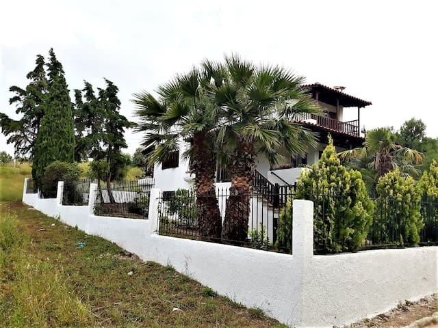 Big Villa near Metamorfosi Village