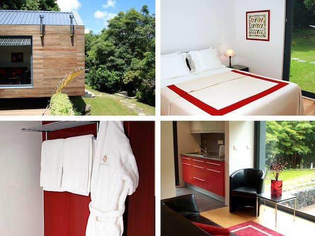 Quarto de cama, casa de banho e sala de estar