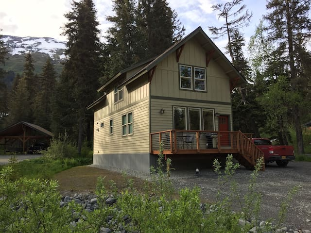 New 3 Bedroom, 2 Bath Home with Fire pit and BBQ - Girdwood - Hus