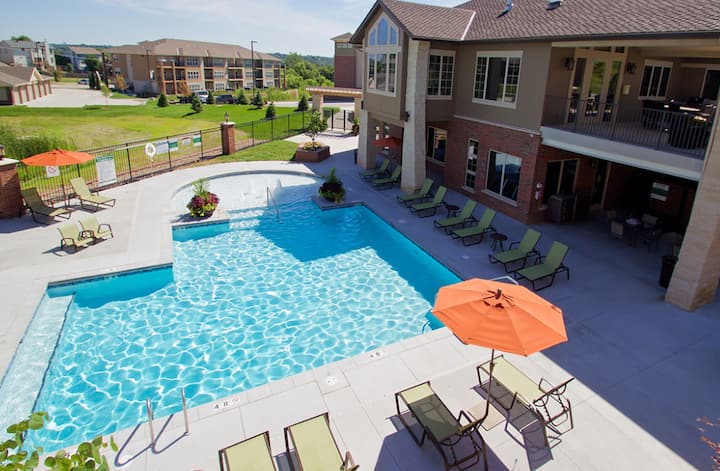 Modern Living Luxury 1bdrm Minutes from Omaha