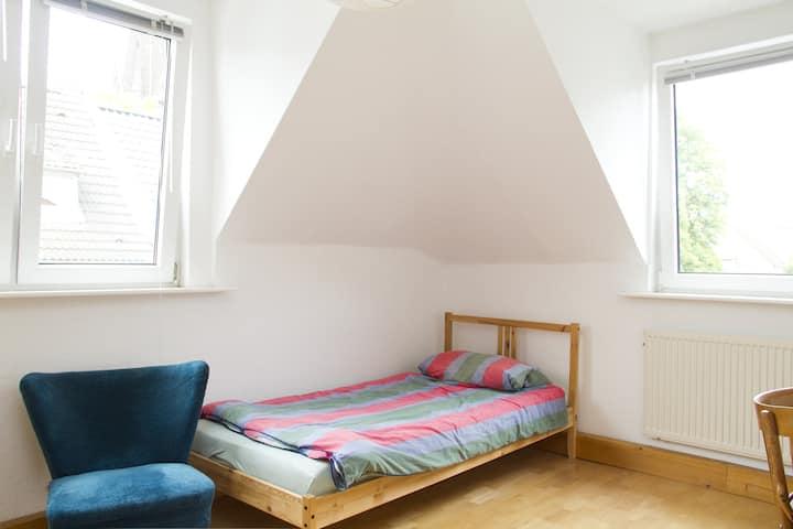 Helles Zimmer in Köln Nippes