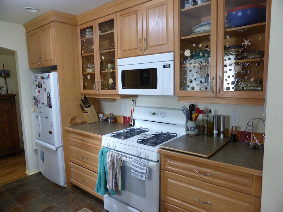 Clean, well equipped kitchen