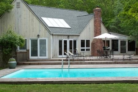 PRICE DROP!! Style & Convenience in the Hamptons