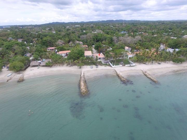 Cabaña frente al mar, Coveñas