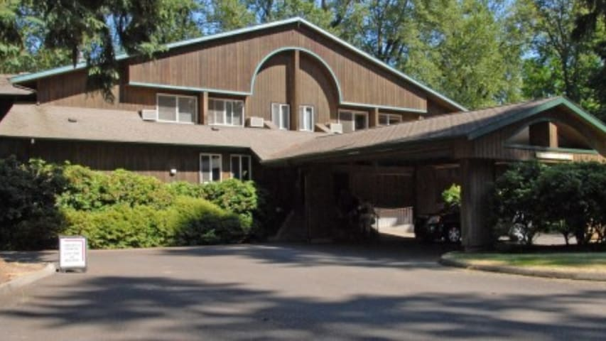 Come One Come All - 1 to 20 rooms available. - Canby