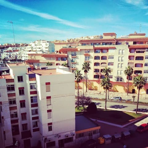 Luxury flat by beach & old town, secure parking - Estepona - Lägenhet