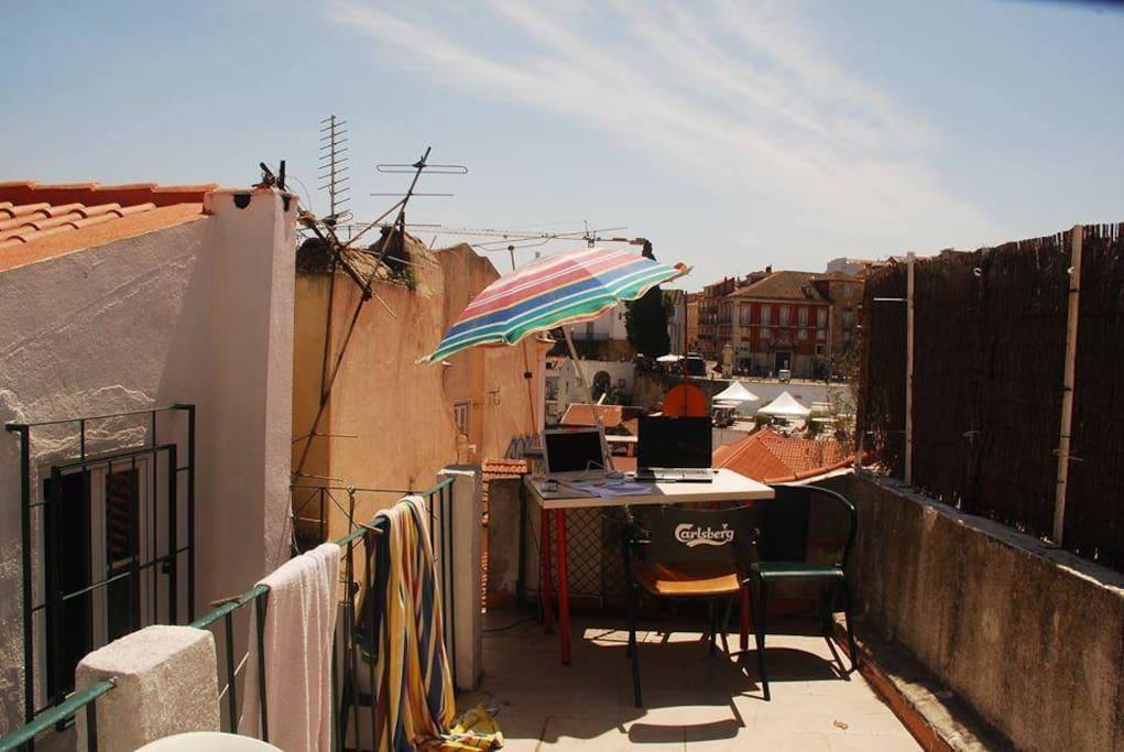 The perfect place and view in Portas do Sol/ Local perfeito com vista para as portas do Sol.
