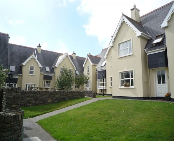 Durrus Holiday Homes - 2 Bedroom rental, Durrus, Co. Cork - sleeps 4 - Durrus